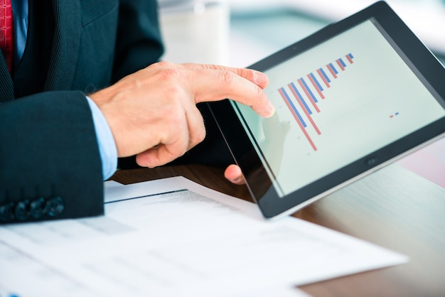Businessman working with tablet computer Premium Photo