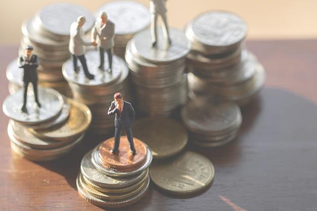 Businessmen on coins Premium Photo
