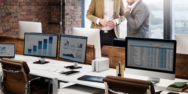Businessmen discussion finance planning growth concept Premium Photo