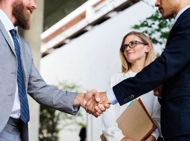 Businessmen shaking hands in agreement Premium Photo