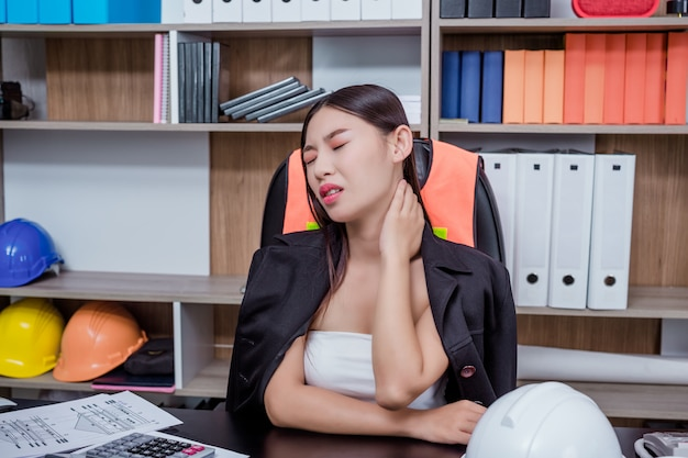 Businessmen, women working in the office with stress and fatigue. Free Photo