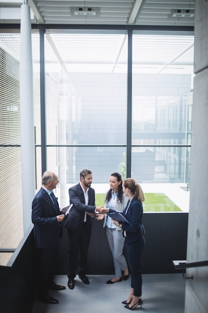 Businesspeople having a discussion in office Free Photo