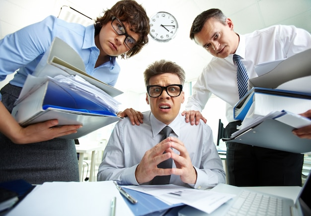 Businesspeople having problems in office Free Photo