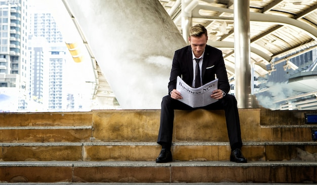 Businesspeople reading business newspaper Premium Photo