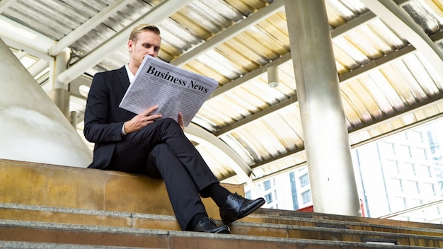 Businesspeople reading business newspaper Premium Photo