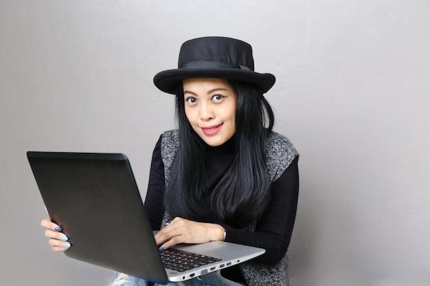 Businesswoman, charming beautiful tan skin asian business chic woman hand work on laptop Premium Photo