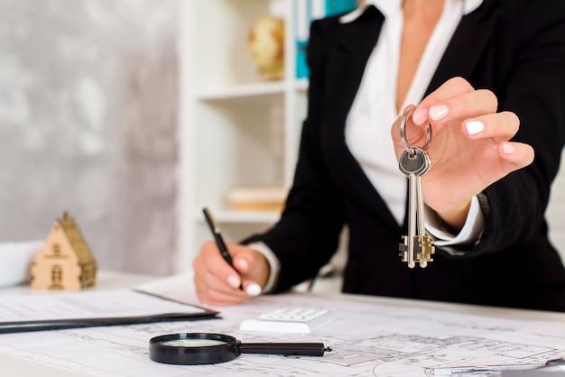 A businesswoman holding a few keys Free Photo