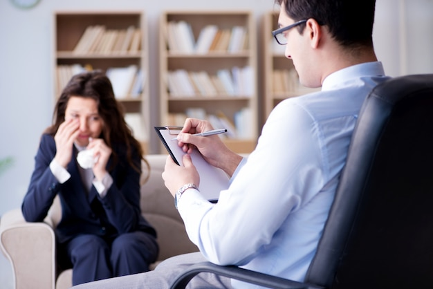 Businesswoman on psycotherapy Premium Photo