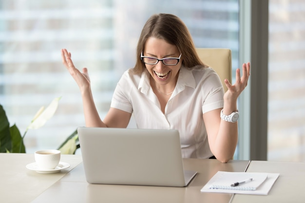 Businesswoman in rage after loss of information Free Photo