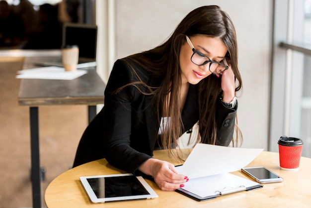 Businesswoman reading document Free Photo