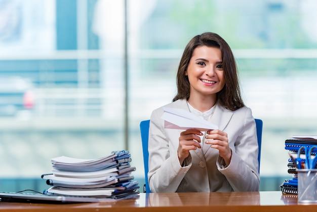 Businesswoman sitting at the office desk Premium Photo