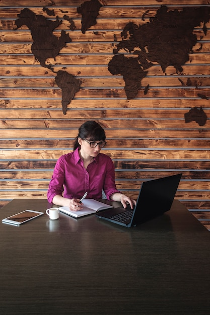 Businesswoman taking notes as she works Premium Photo