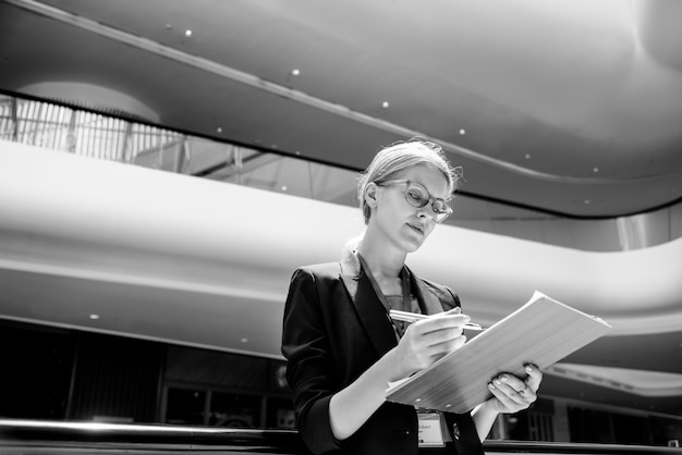 Businesswoman vision strategy the way forward concept Free Photo