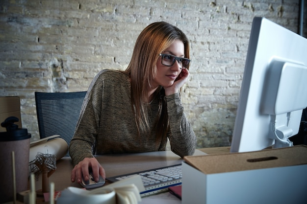 Businesswoman working computer at office Premium Photo