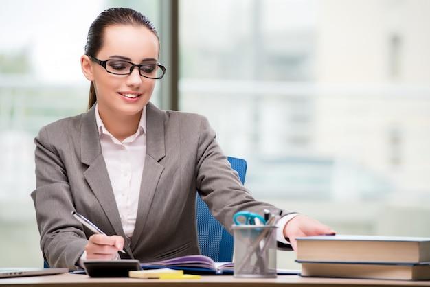 Businesswoman working at her desk Premium Photo