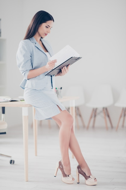 Businesswoman working in the office Premium Photo