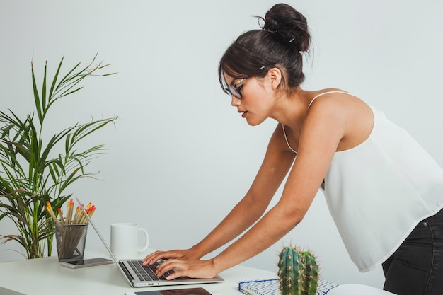 Businesswoman working with a bad posture Free Photo