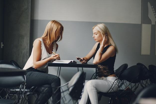 businesswomen in restaurant Free Photo