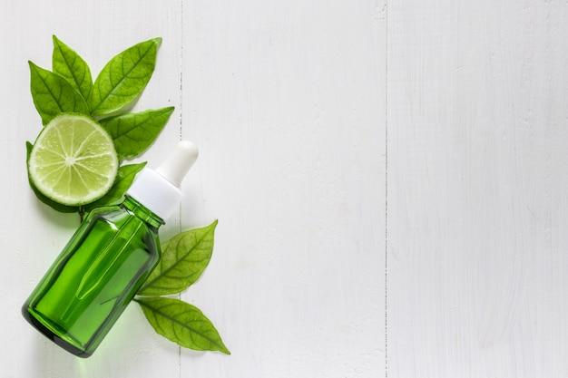 肌の治療と治療のためのライムエキスビタミンc Premium写真