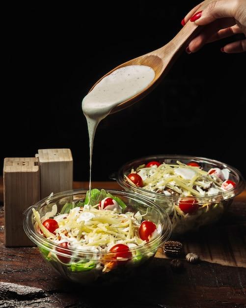 Caesar salad seasoned with garlic sauce Free Photo