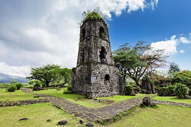Cagsawa ruins Premium Photo