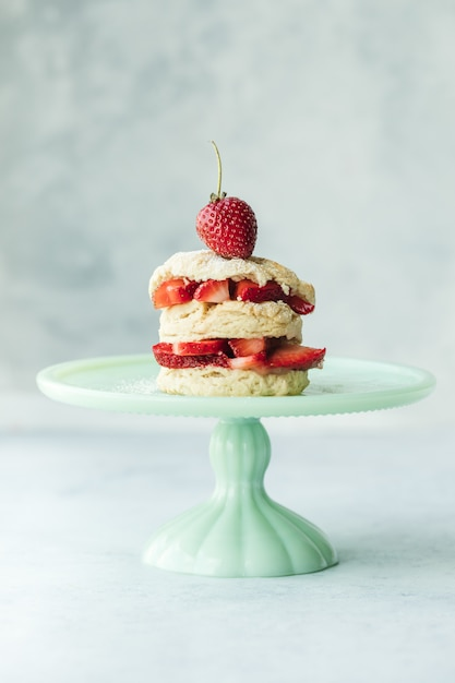 Cake with strawberries on teal ceramic cake stand Free Photo