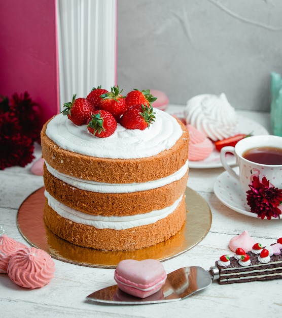 Cake with whipped cream and strawberries Free Photo
