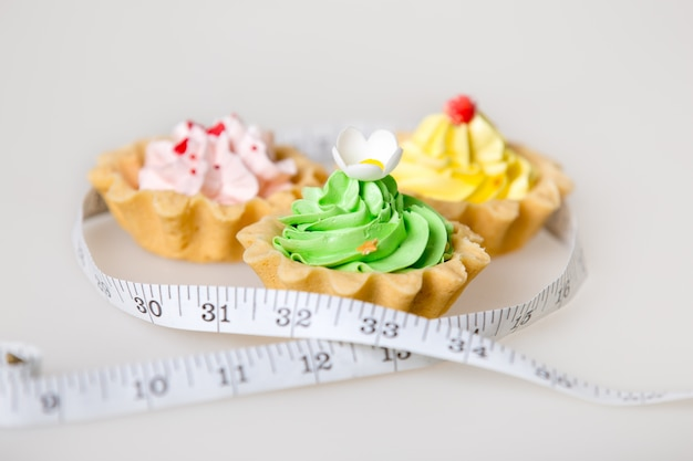 Cakes with a measuring tape Free Photo