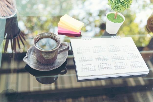 Календарь 2018 назначения расписание место на траве таблицы Premium Фотографии