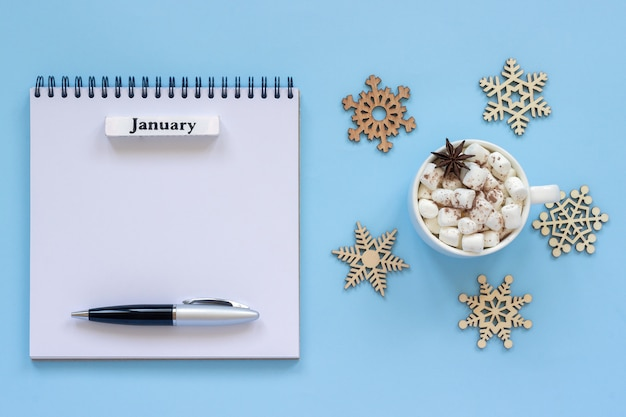 Calendar of january and cup of cocoa with marshmallow Premium Photo