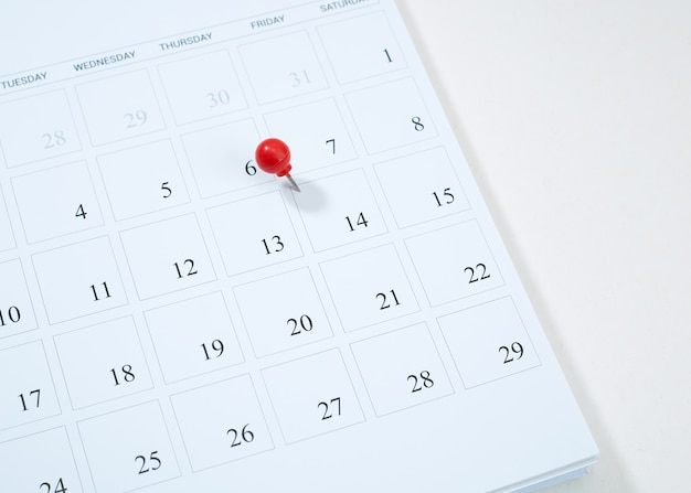 Calendar and red pushpin on 14 february Premium Photo