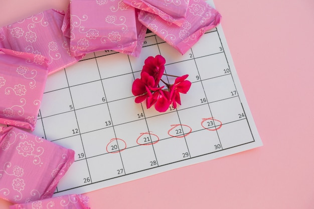 Calendar with flowers and sanitary towels Free Photo