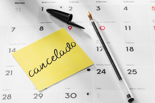 Calendar with postponed note mesage Free Photo