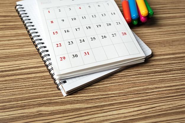 Calendar on wooden table Premium Photo