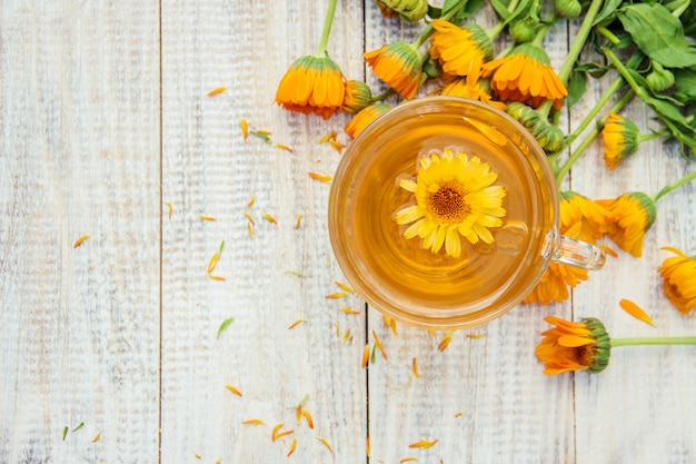 Calendula tea and flowers. selective focus. nature. Premium Photo