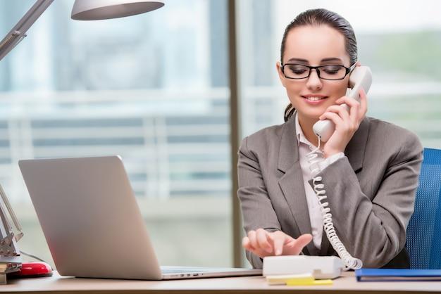 Call center operator working at her desk Premium Photo