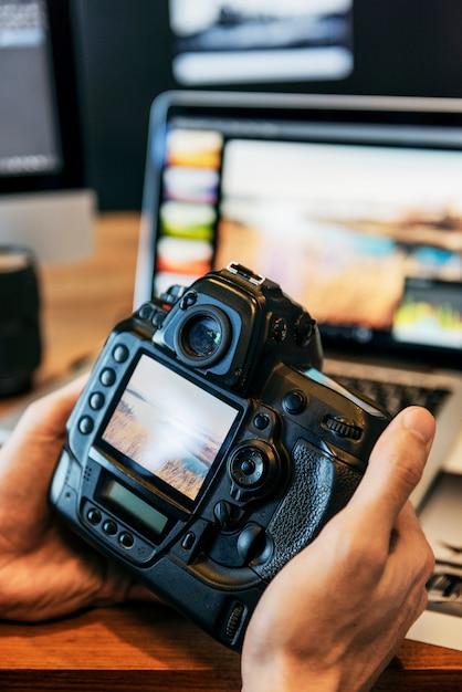 Camera photography photographer working checking concept Premium Photo