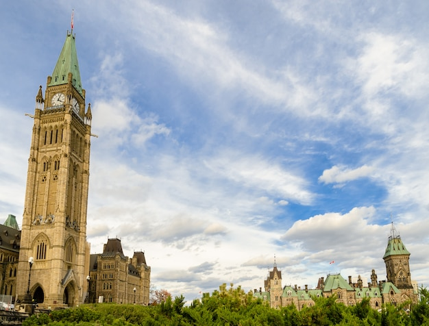 Canadian parliament with peace tower and east block in ottawa, canada Premium Photo