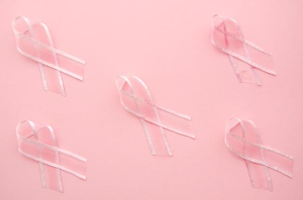 ピンクの背景にリボンでがん啓発 無料写真