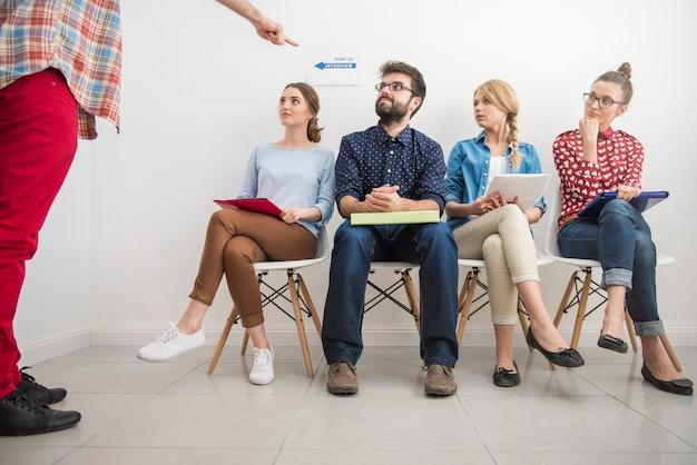 Candidati in attesa di un colloquio di lavoro. Foto Gratuite
