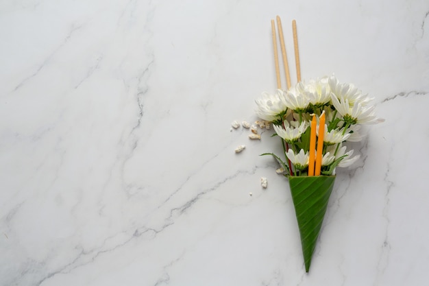 Candle with flower for worshiping the buddha of buddhism makha bucha day Free Photo