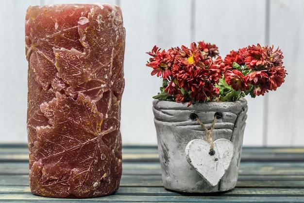 ポットハートの花とキャンドル 無料写真