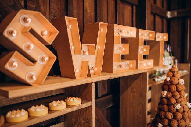 結婚式のデザートとキャンディーバー 無料写真