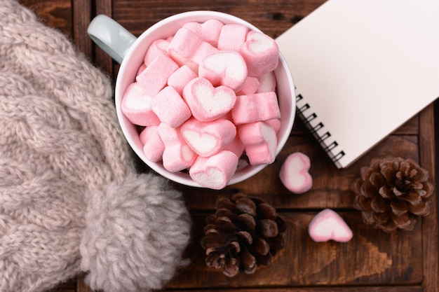 Candy marshmallows on table Free Photo