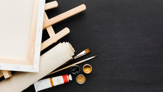 Canvas on easel copy space background Free Photo