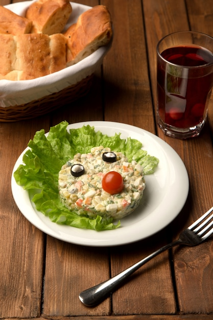 Capital salad with olive eyes and tomato nose Free Photo