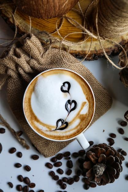 Капучино молоко пены бобы искусство вид сверху Бесплатные Фотографии