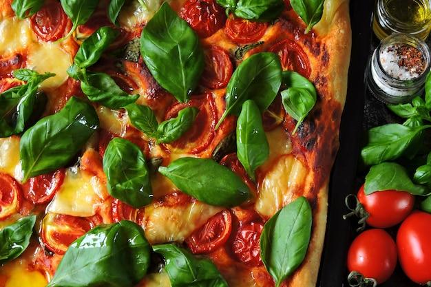 Caprese pizza. keto diet. keto pizza. Premium Photo
