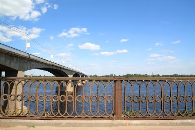 Car bridge through river Premium Photo