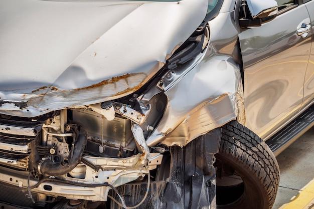 自動車事故 Premium写真